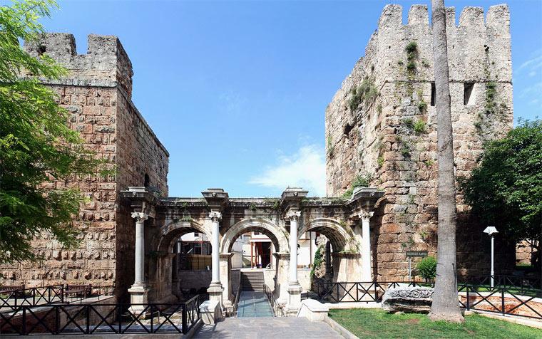 Ворота Адриана в Турции