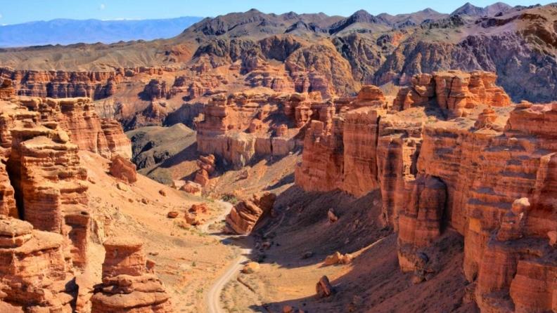 Экскурсия из Алматы на Чарынский каньон